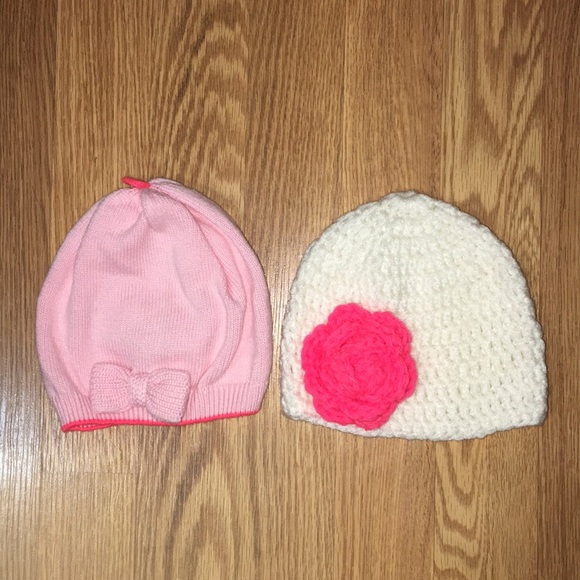 558e3f07e86 Bundle of 2 baby girl hats size 3-6 months
